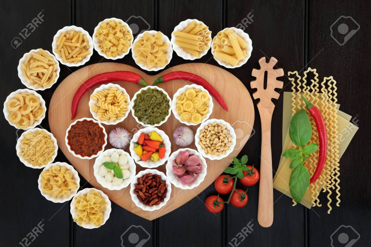 Mediterrane Küche An Bord Italian Pasta And Mediterranean Food Ingredients On A Heart Shaped