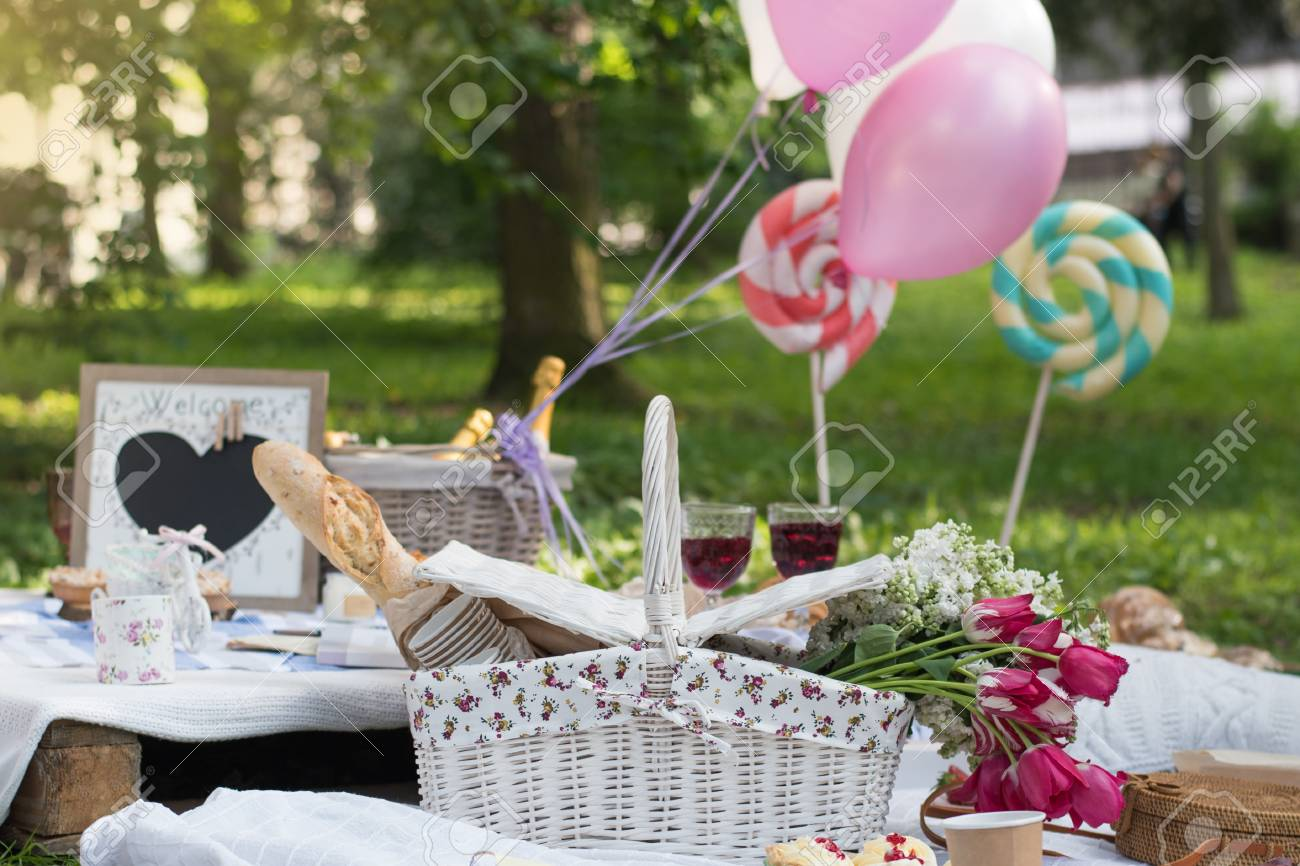 Picnic Decor Picnic Decorations Cannotier Flowers Fruits Picnic At The