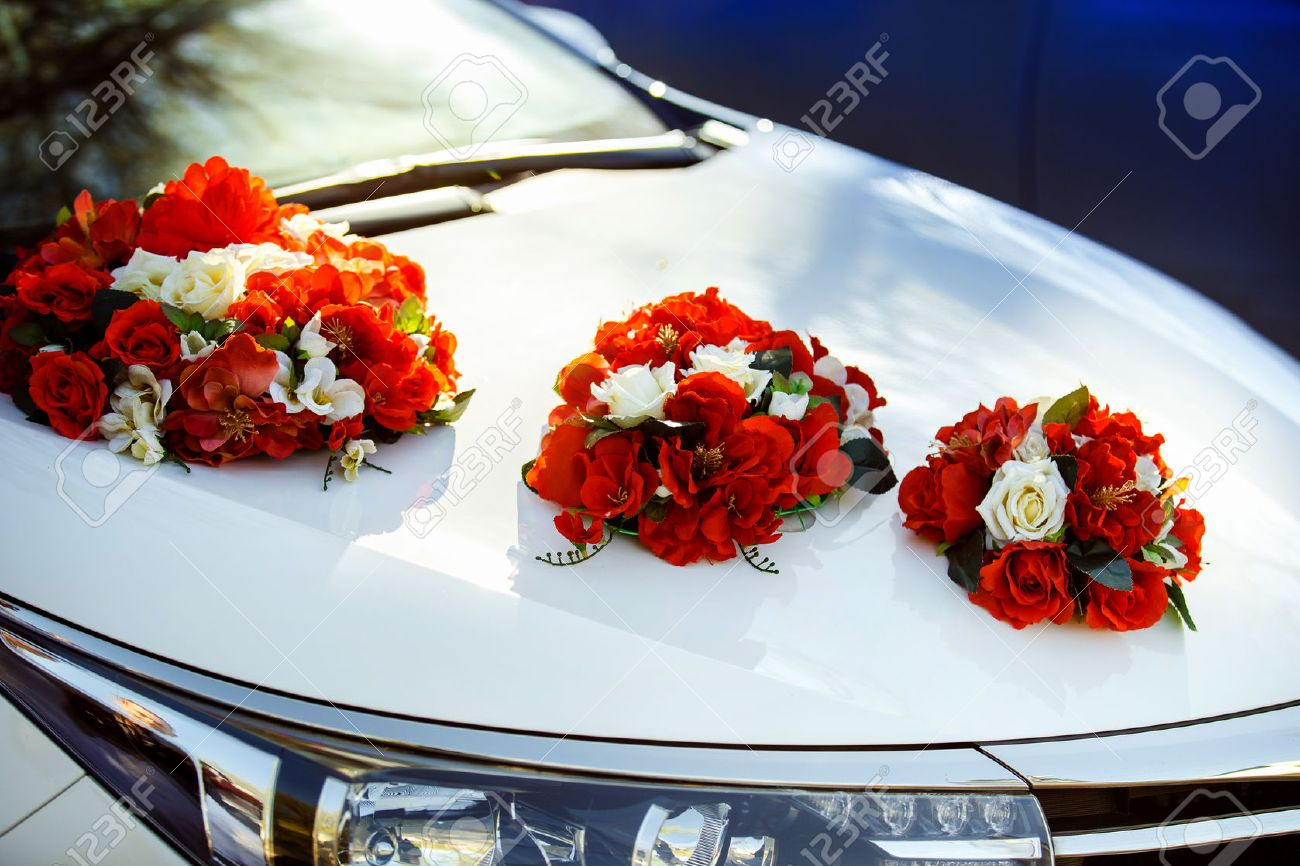 Car Decoration Weding Closeup Image Of Wedding Car Decoration With Red And White Flowers