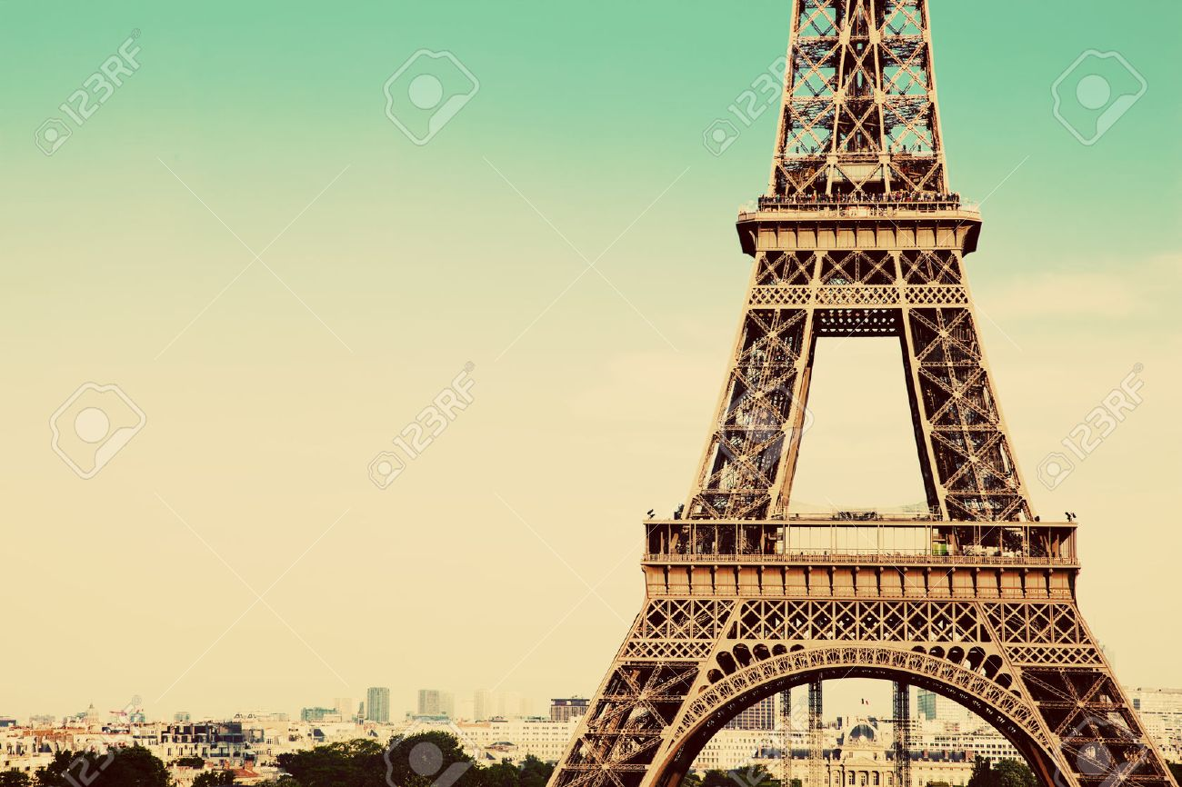 Photo Stock Paris Eiffel Tower Middle Section The City In The Background Paris