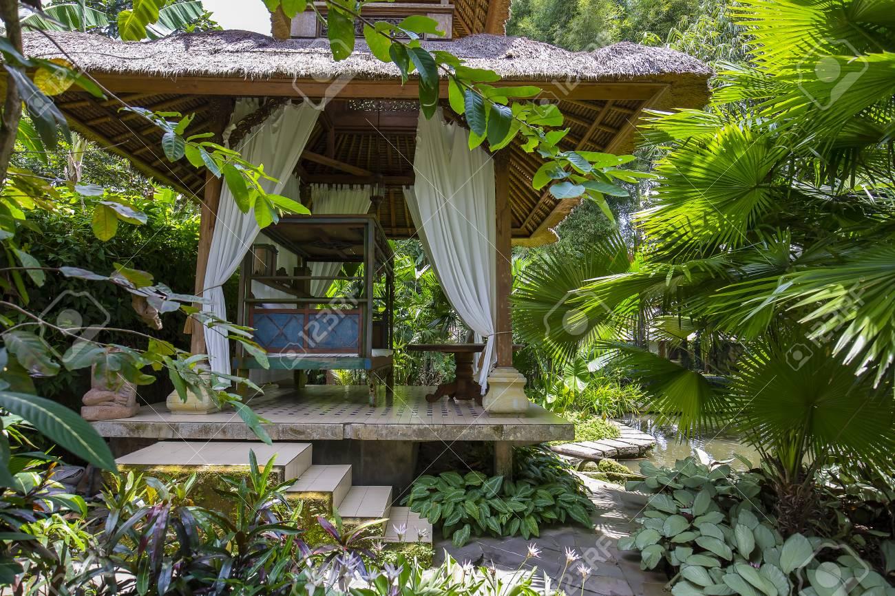Salon De Jardin Ubud | Table De Chevet 2 Tiroirs Doré Mat