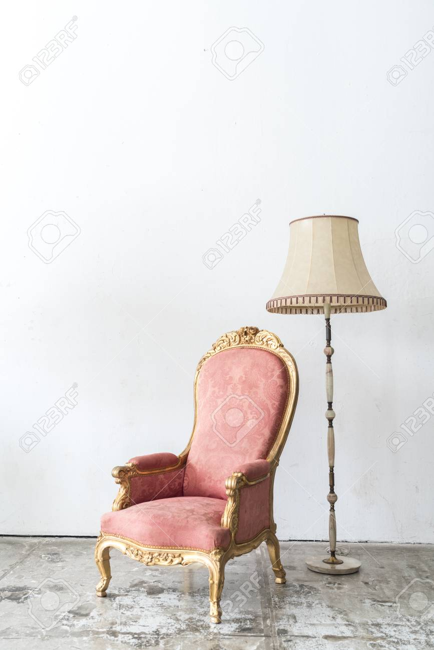 Sessel Vintage Rosa Pink Vintage Armchair And Lamp On White Wall