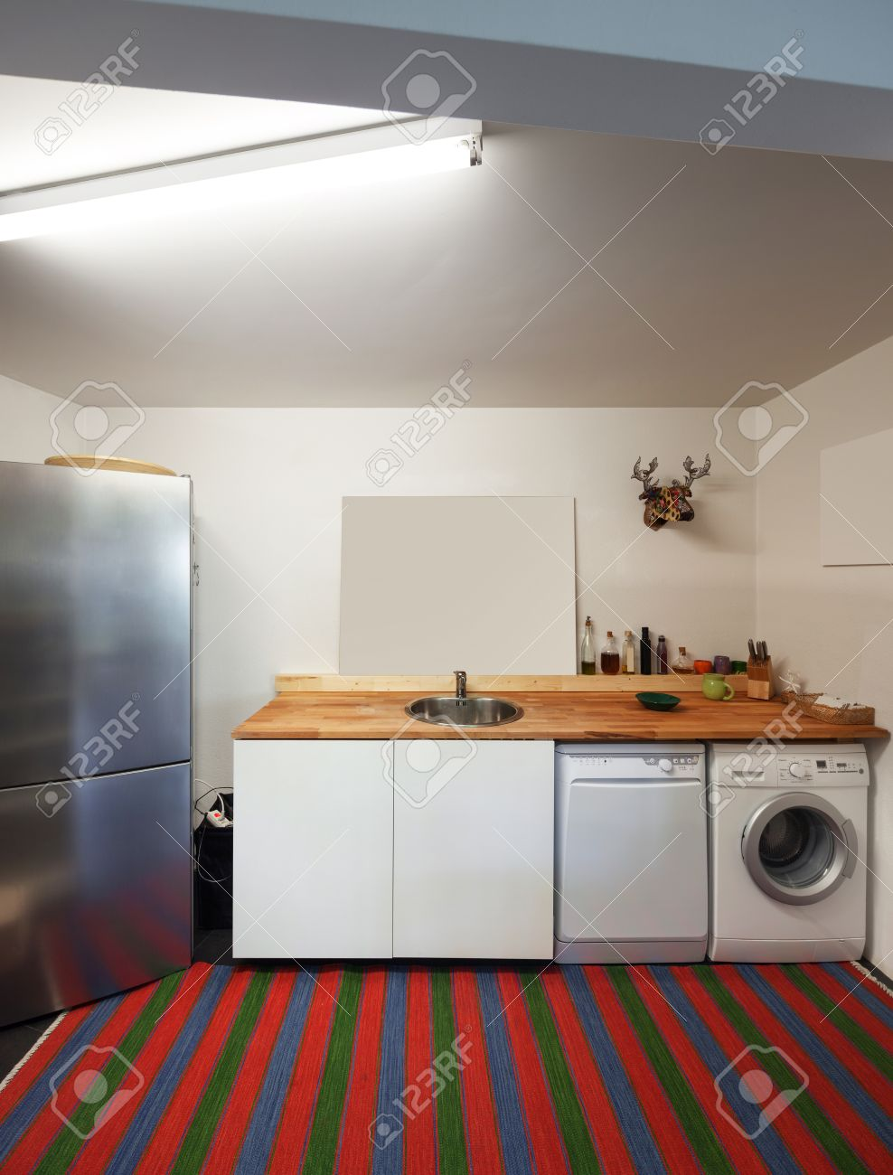 Küche L Form Mit Waschmaschine Interior Of Apartment Kitchen With Washing Machine And Dishwasher
