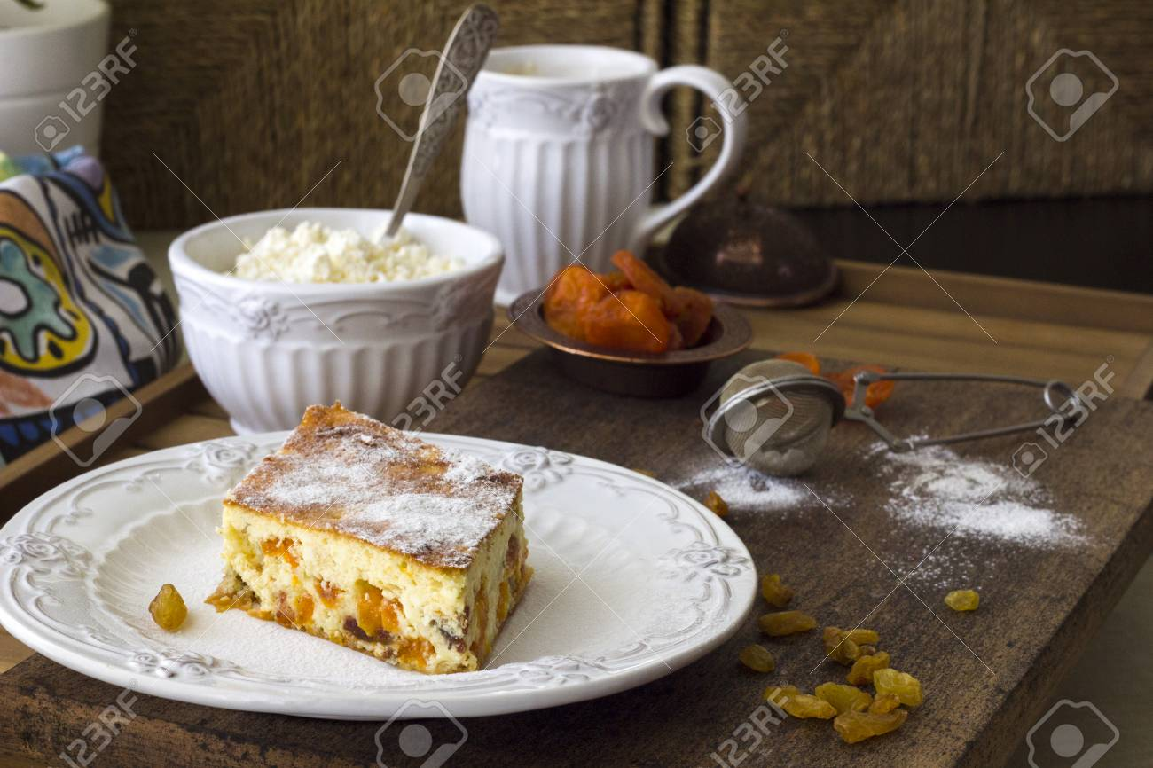 Cottage Küchen Cottage Cheese Casserole With Raisins And Dried Apricots A Piece