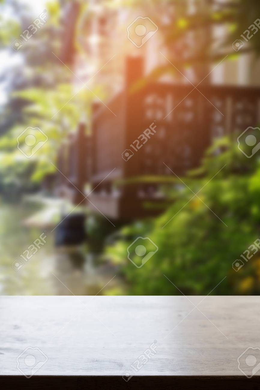 Garten Terrasse Mit Teich Stock Photo
