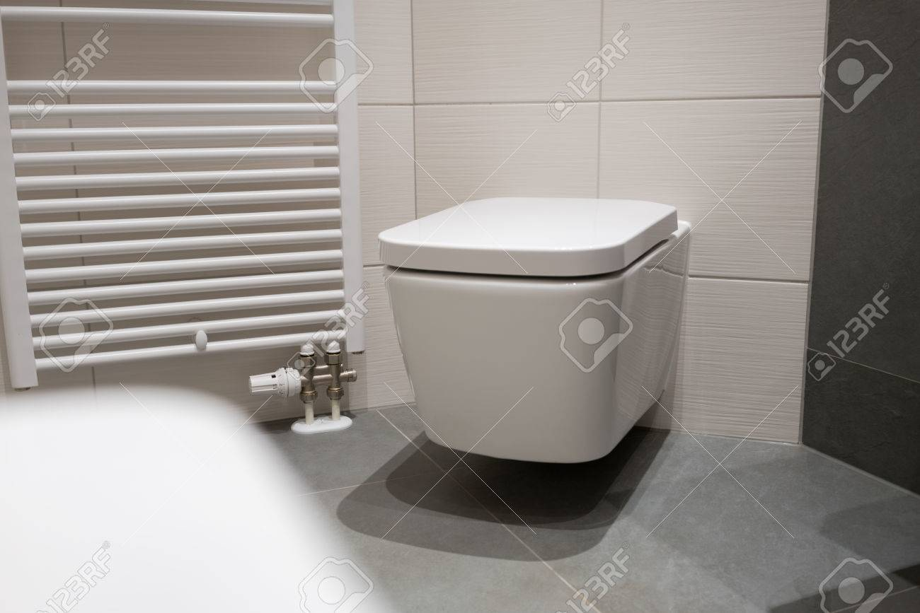 Toilette Wandmontage Stock Photo