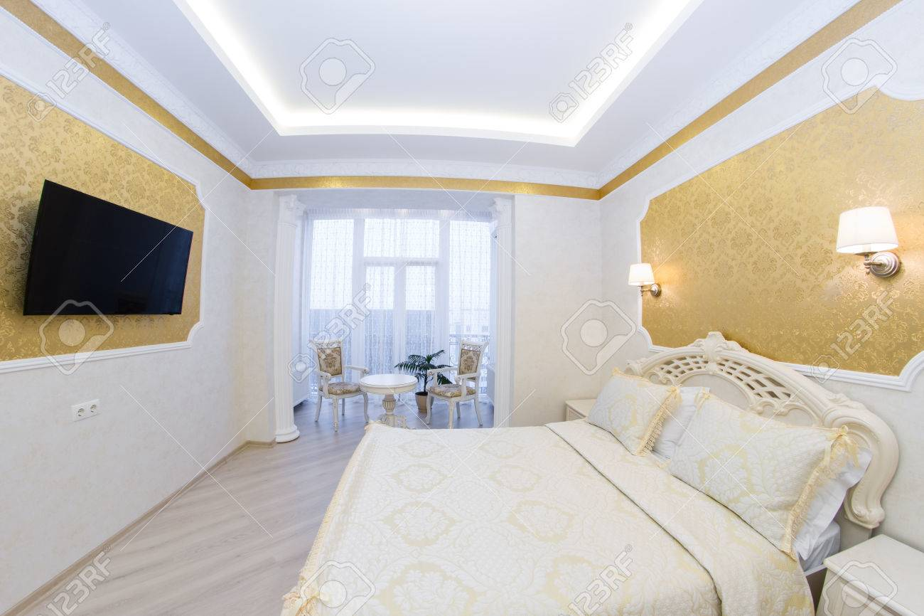 Schlafzimmer Inspiration Gold Luxurious Bed With Cushion In Royal Bedroom Interior Hotel Room