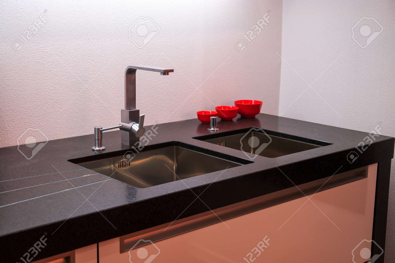 Moderner Wasserhahn Küche Stock Photo