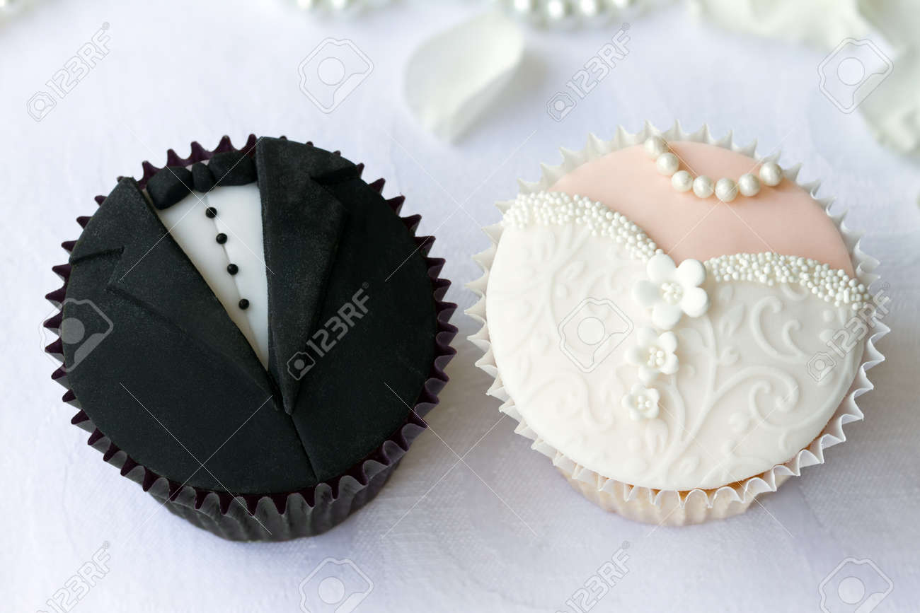 Hochzeit Cupcakes Bride And Groom Cupcakes