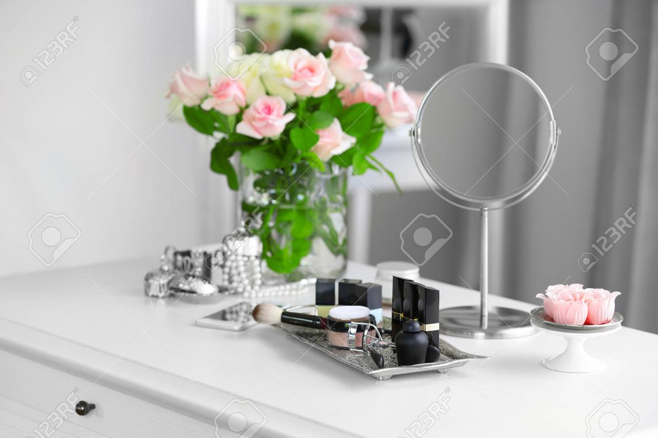 Cosmetic Table Cosmetic Set On Light Dressing Table