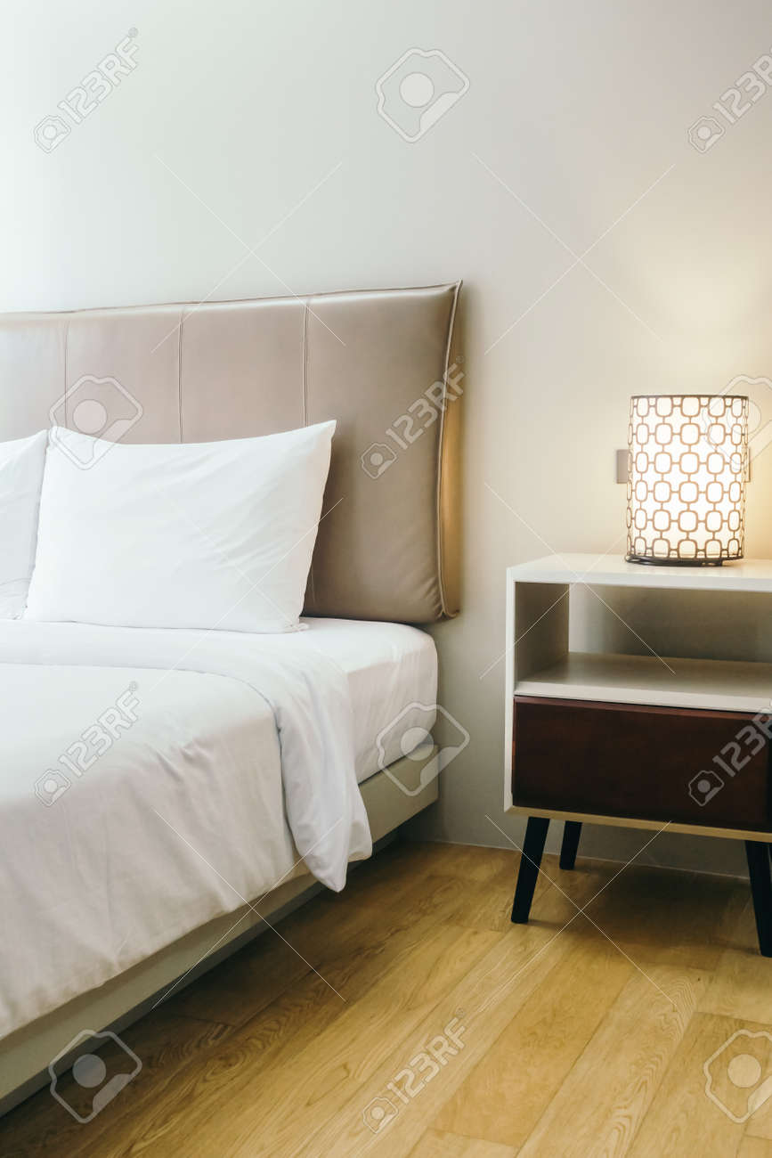 Schlafzimmer Deko Bett Stock Photo