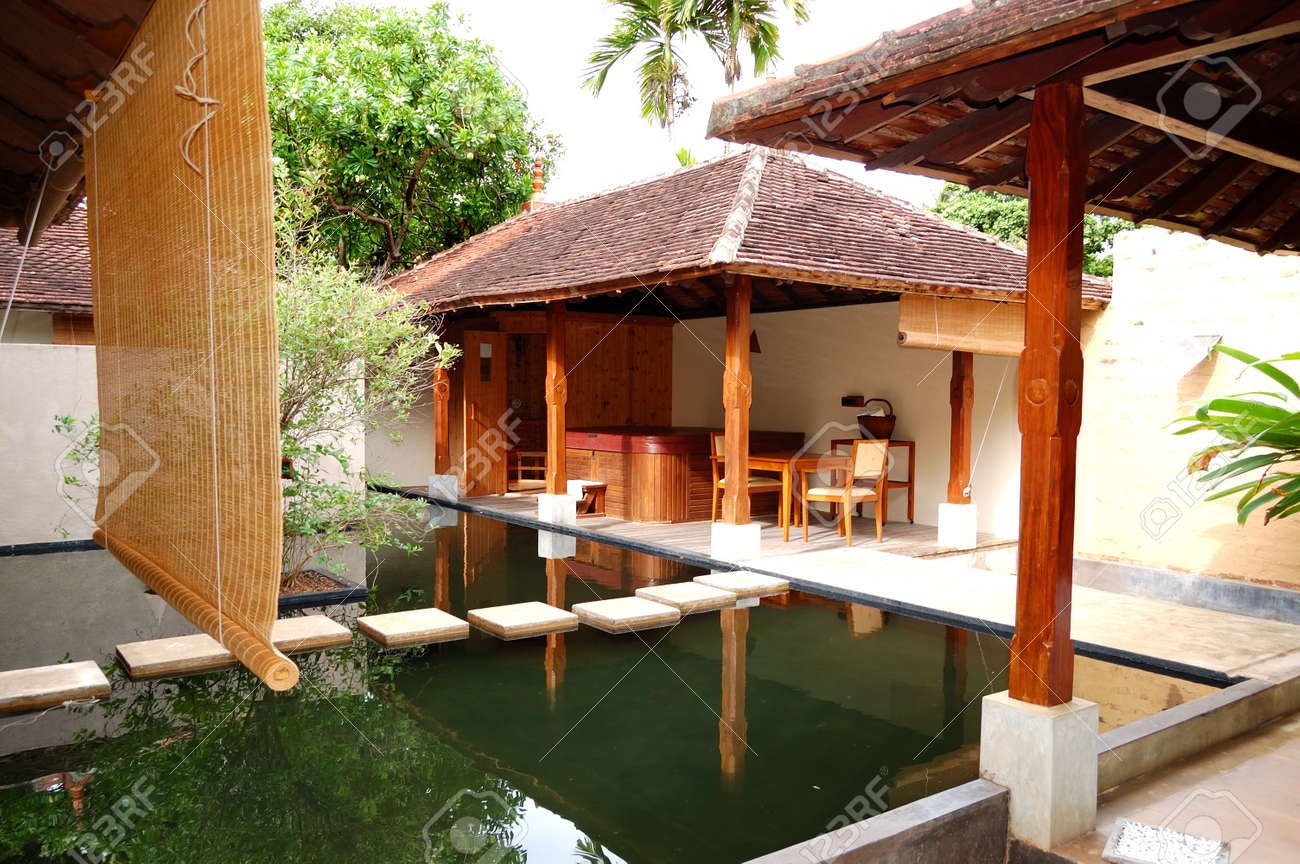 Jacuzzi Spa Exterieur Spa With Outdoor Jacuzzi At Luxury Hotel Bentota Sri Lanka