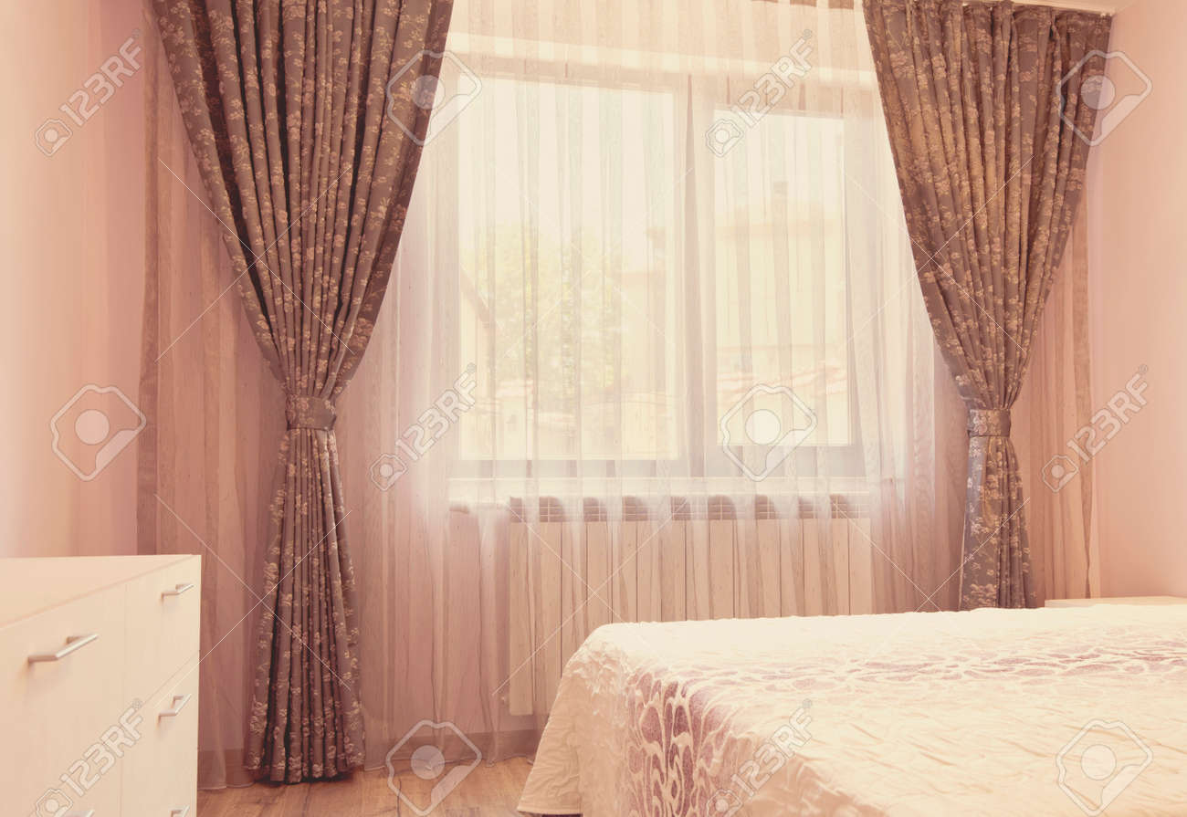 Fenster Gardinen Schlafzimmer Stock Photo