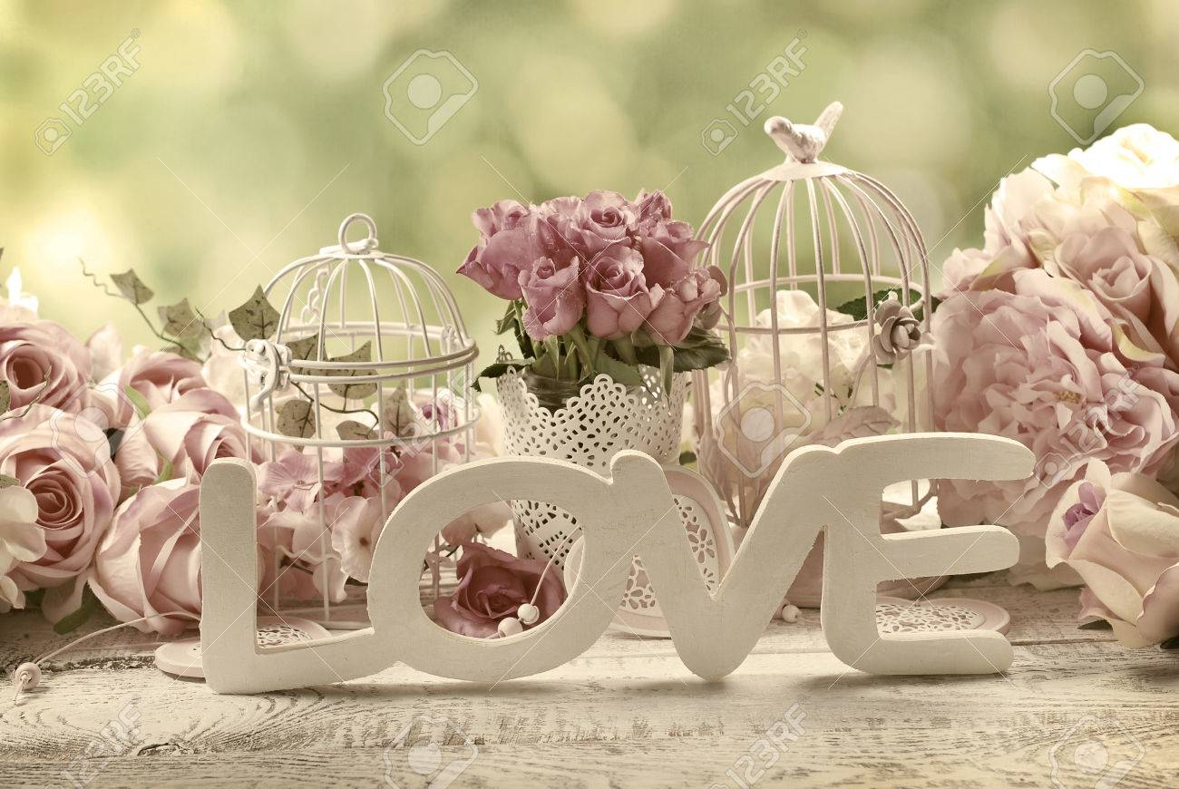 Bilder Vintage Romantic Vintage Love Background With Bunches Of Roses Old Cages