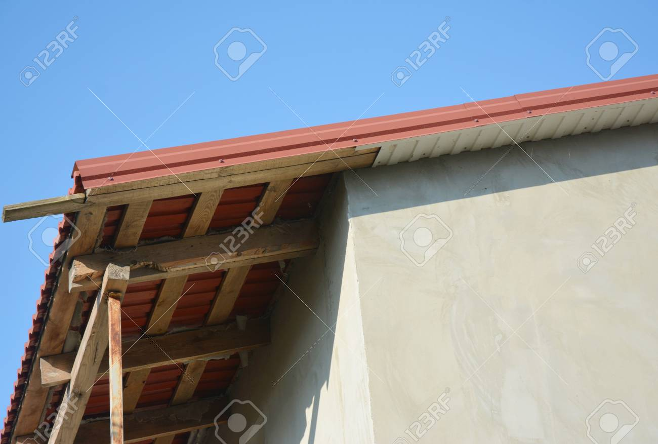 Fascia Board Metal Roofing Construction With Unfinished Eaves Fascia Board