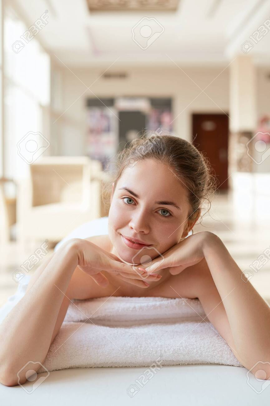 Salon Massage Body Body Beautiful Woman Relaxing In Spa Salon Spa Massage Body Care