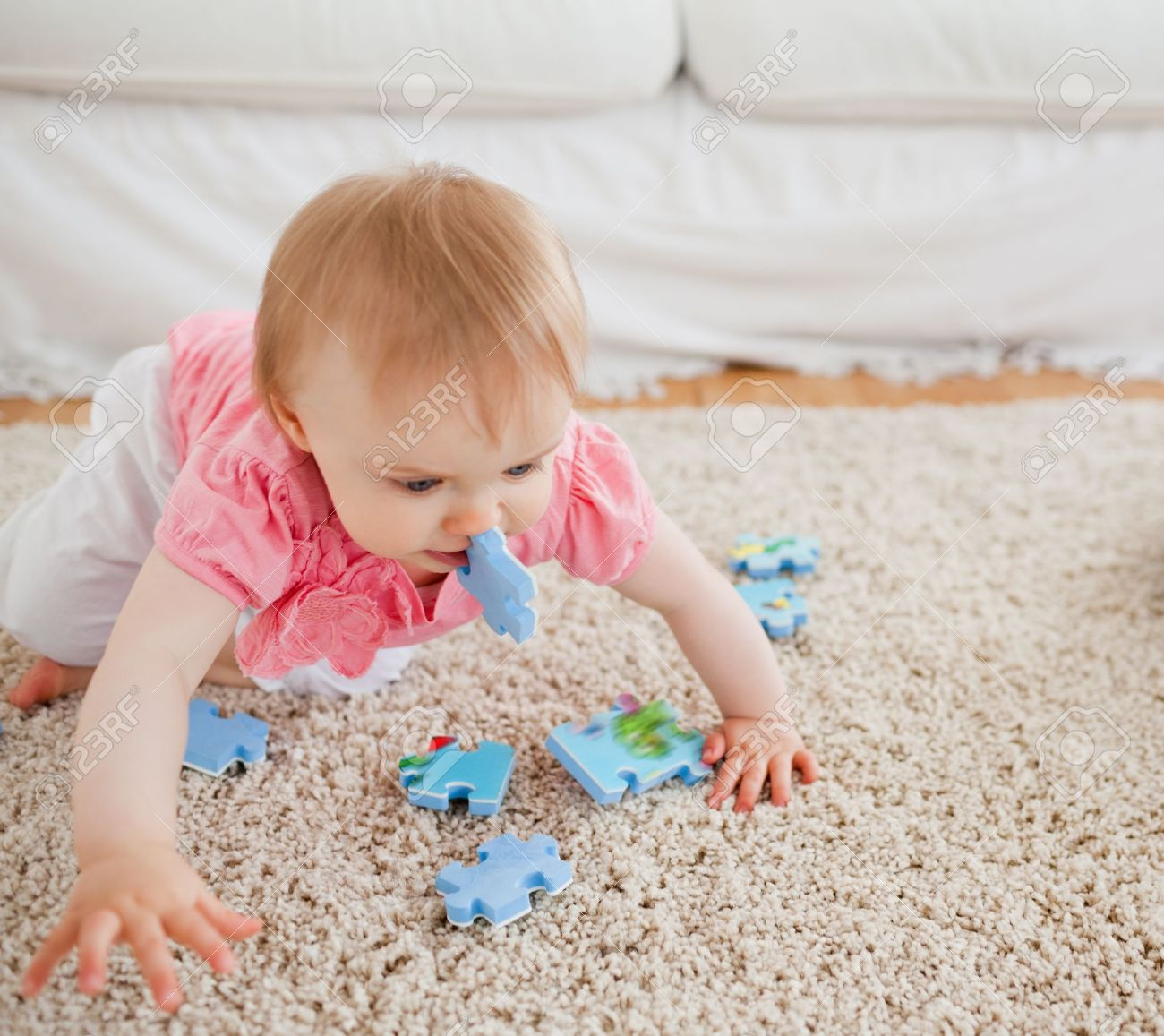 Tappeto Puzzle Baby Smile Lovely Blond Baby Playing With Puzzle Pieces On A Carpet In The