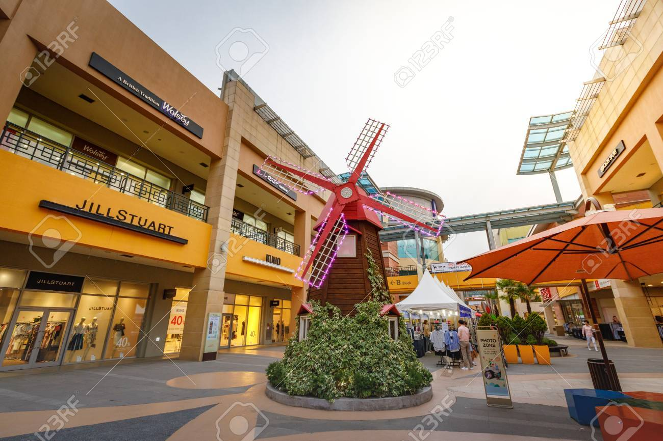 24 Outlet Untitled Tourists And Many Brand Stores At Lotte Premium Outlet