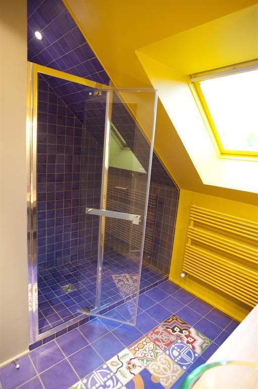 Salle de bains jaunes  32 idées pour une décoration lumineuse
