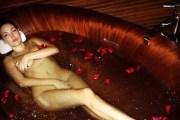 Bleona nudo në vaskë (Foto+18)