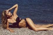 Vogue Williams ngrit temperaturat në Spanjë