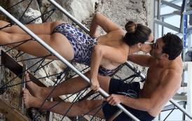 Kelly Brook ngrit temperaturat në Itali
