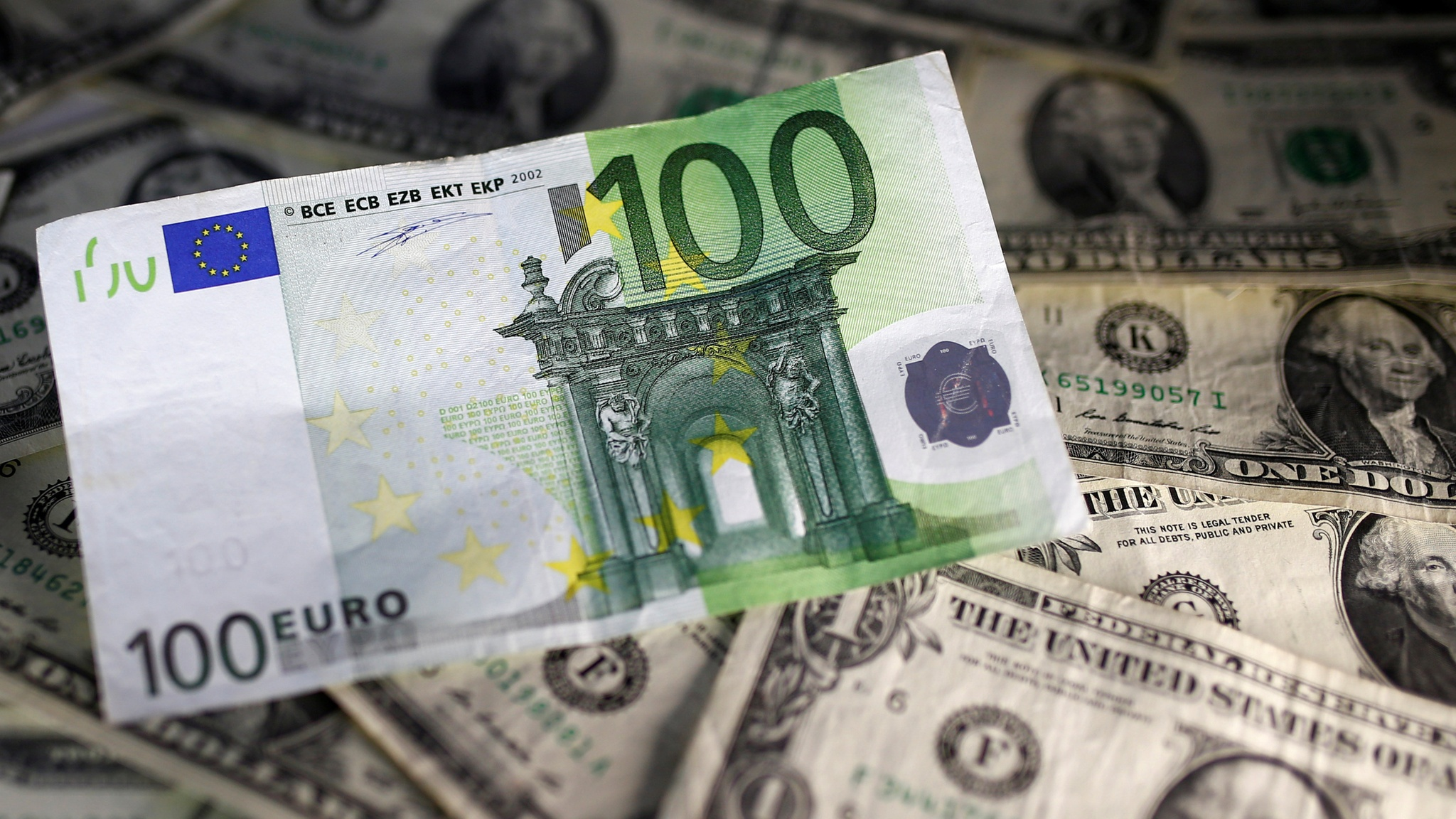1 Libra Euros Euro Falls To Lowest Level Of 2018 After More Gloomy Data