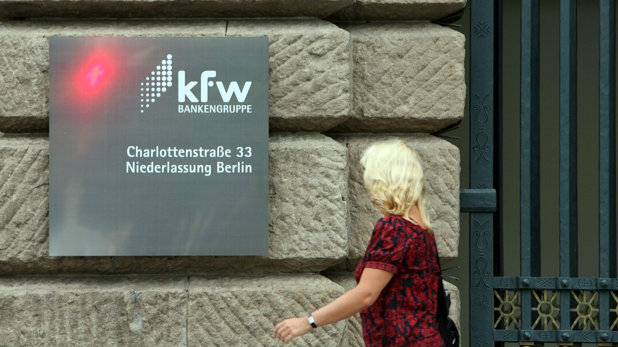 33 Libras A Euros Kfw Mistakenly Transfers Billions Of Euros To Four Other Banks