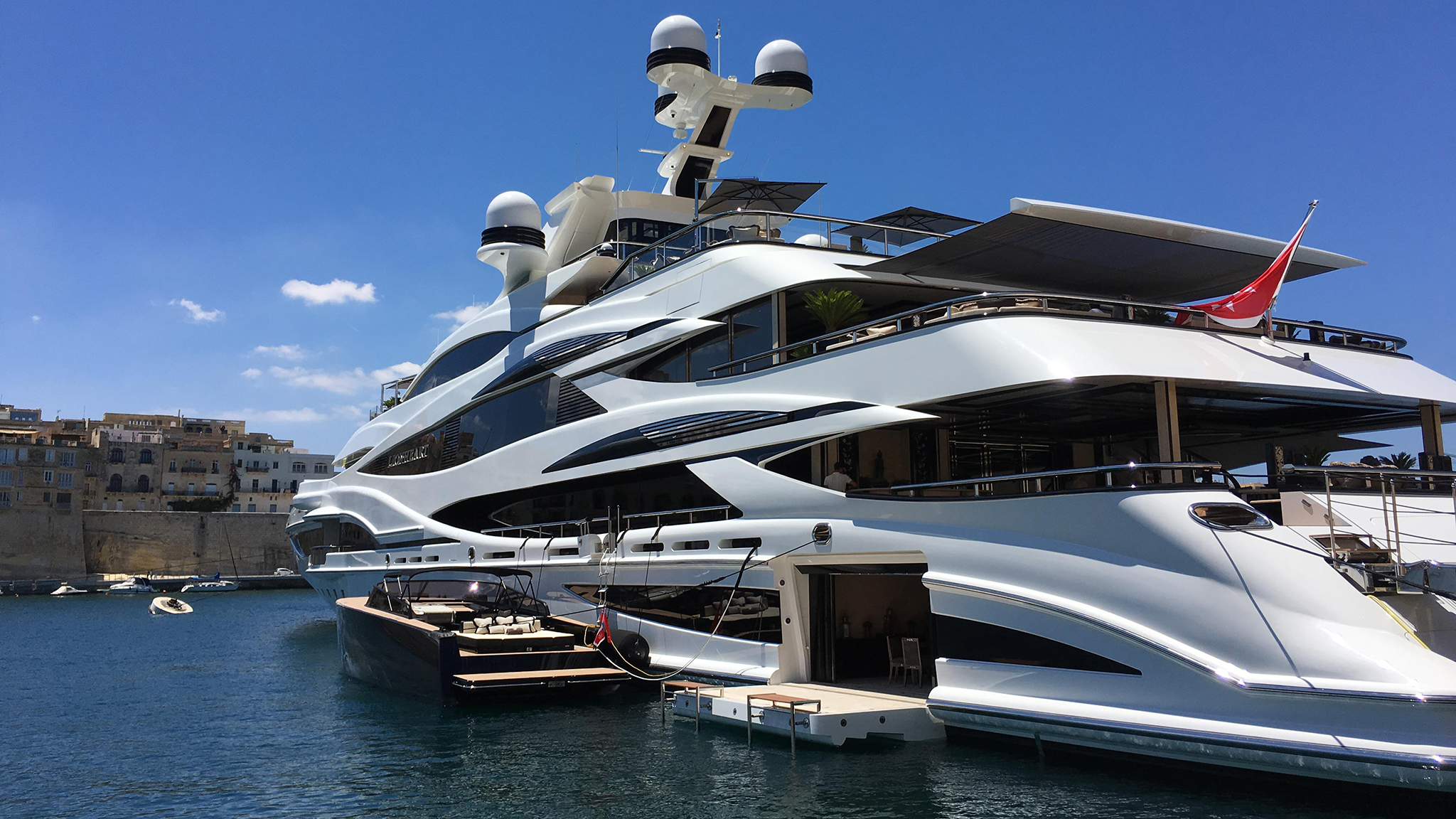 Hidden 3d Illusion Wallpapers Superyachts Magnify Billionaires Worst Traits