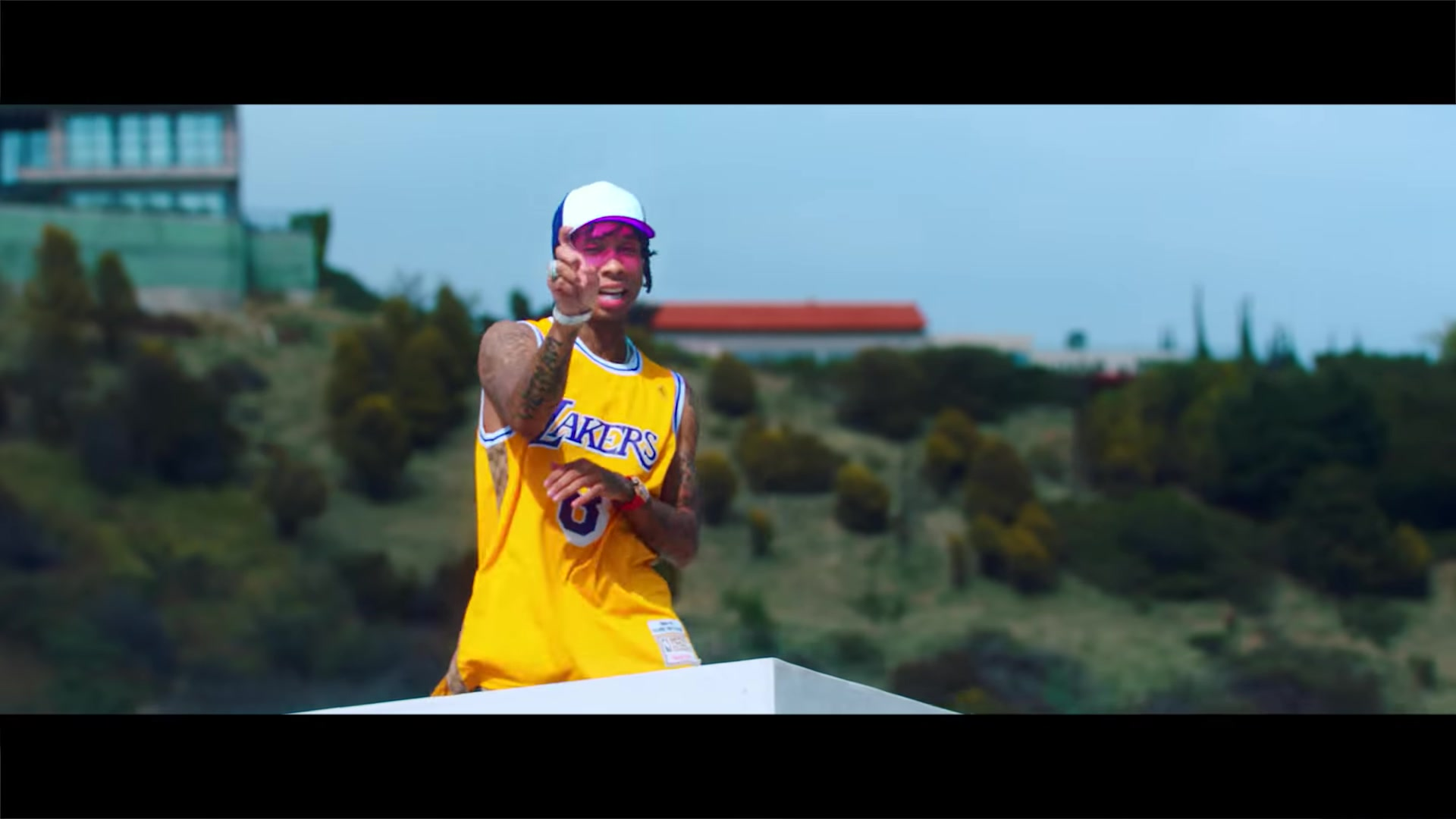 Los Angeles Lakers Wallpaper Hd Seen In The Music Video Lakers Jersey In Taste By Tyga