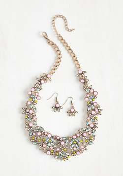 Spring Trends - Beauteous Bravado Necklace and Earring Set
