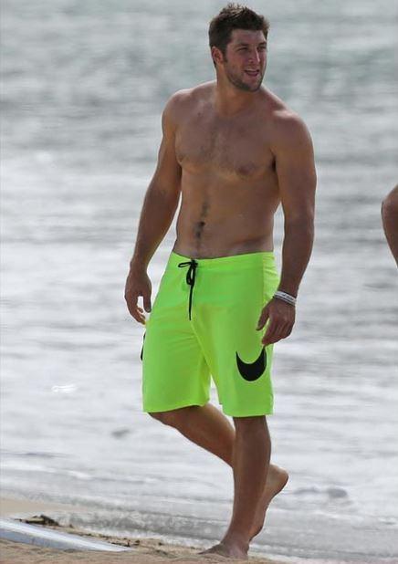 tim-tebow-shirtless-hawaii
