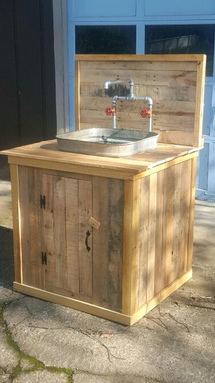 Build Your Own Unique Outdoor Sink With An Old Wooden
