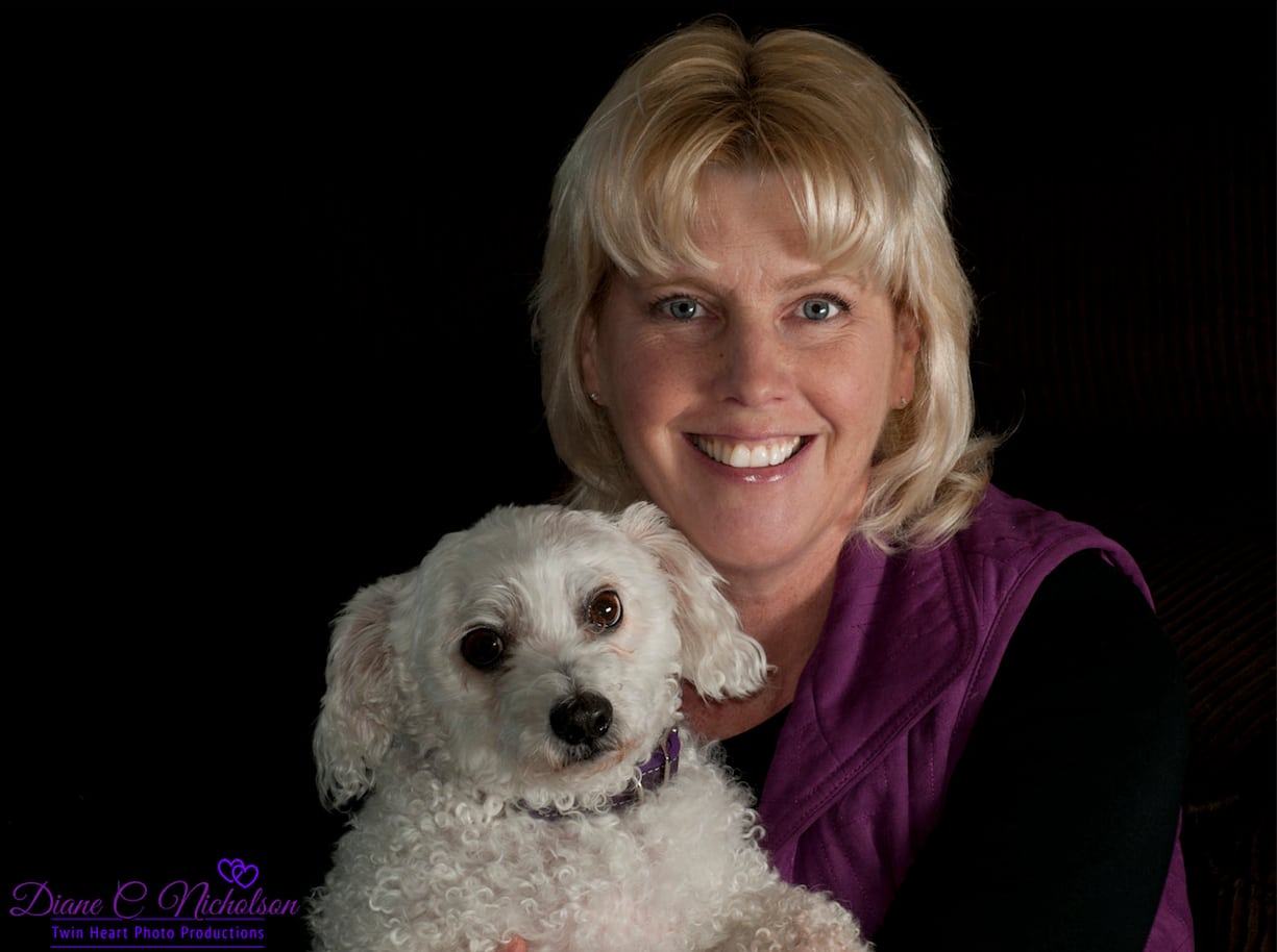 Lisa Taron - Headshot with Oscar
