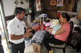 Entregó PC Córdoba primeros apoyos del Fonden a familias damnificadas por Earl
