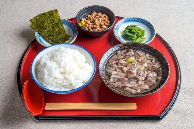 牛吸い・納豆朝定食:500円(+税)