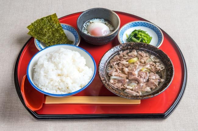 「牛吸い・温玉朝定食」:500円(+税)