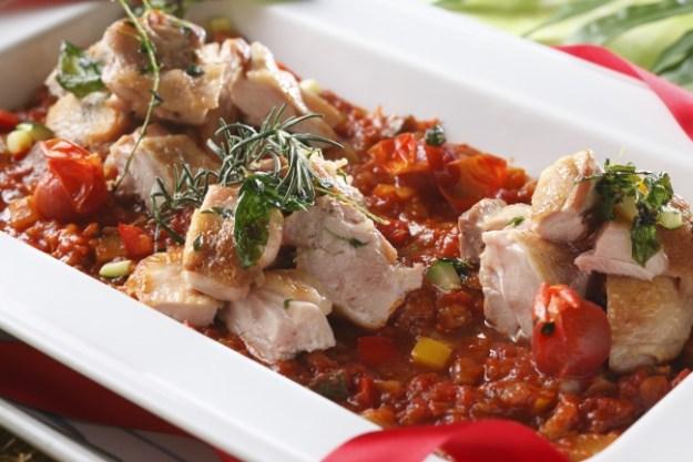 夏季限定メニューの「信玄鶏とラタトゥイユのオーブン焼き」(2016年8月31日(水)まで)