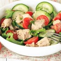 Sałatka z tuńczykiem, ogórkiem i pomidorami