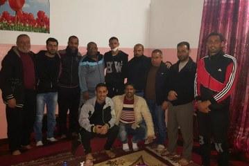 صور / وفد من إتحاد خانيونس يزور اللاعب عمر أبو عبيدة