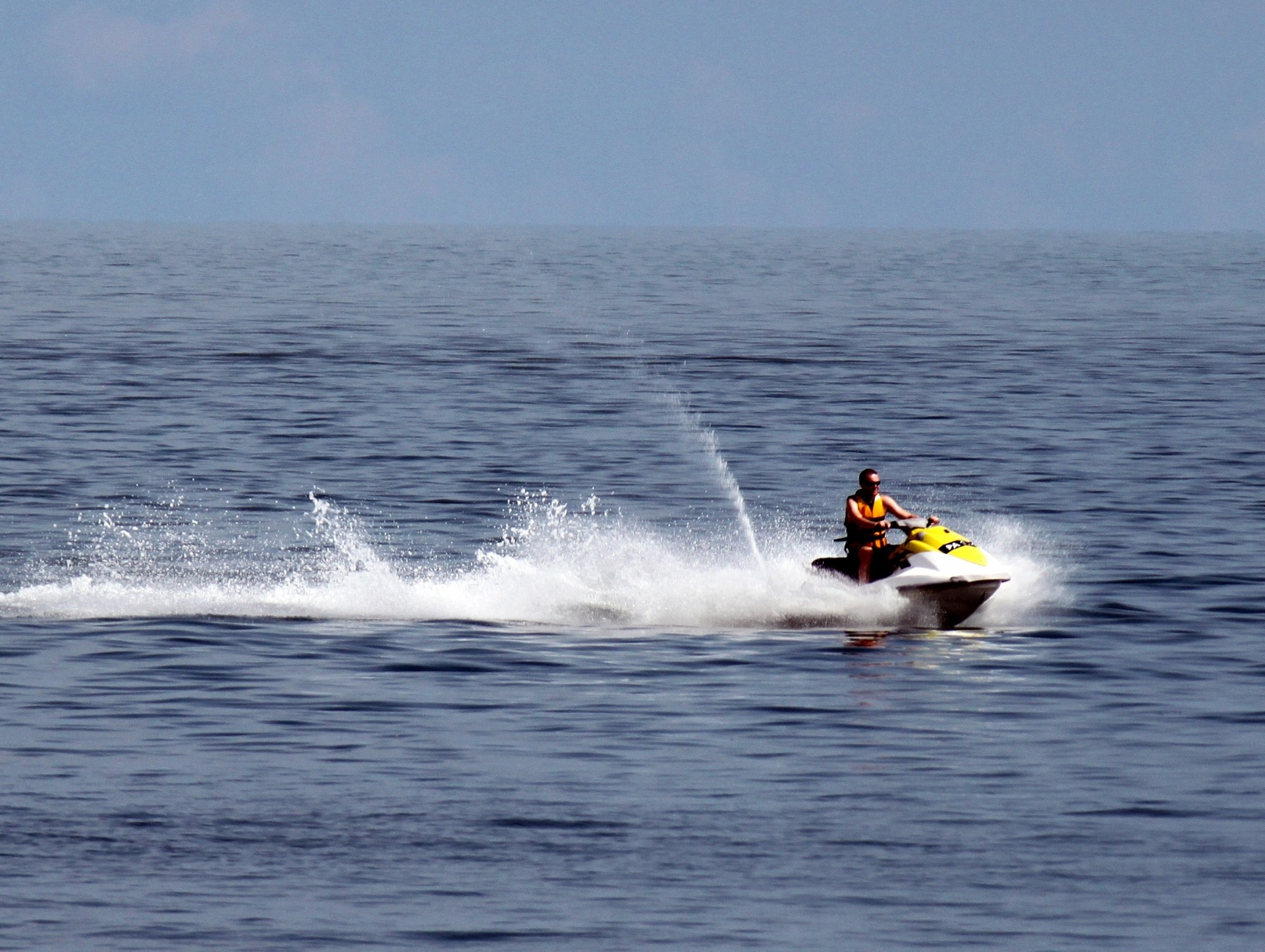 Gratis Jet Ski Jet Ski On The Sea Free Stock Photo Public Domain Pictures