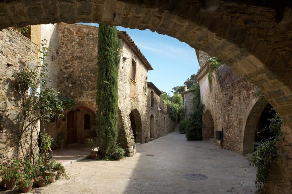 El encantador pueblo medieval de Monells