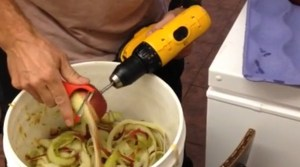 Restaurant Employee Figures Out A Brilliant Way To Peel Apples Fast