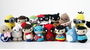 Woman Crochets Tiny Super Heroes And Leaves Them Around Comic-Con For People To Find