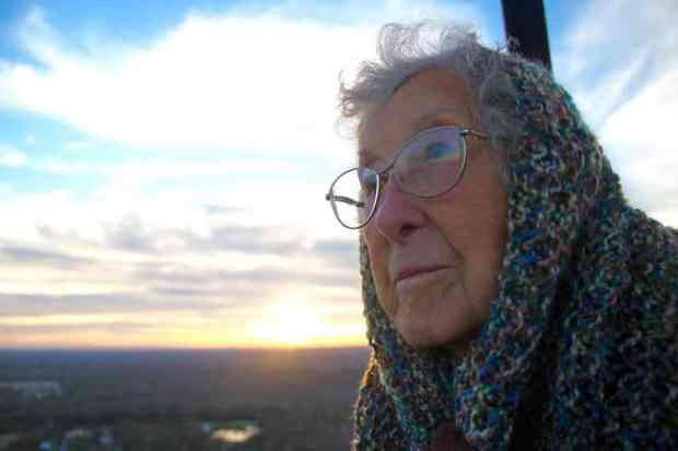 90-Year-Old Woman Rejects Cancer Treatment, Goes Traveling Instead