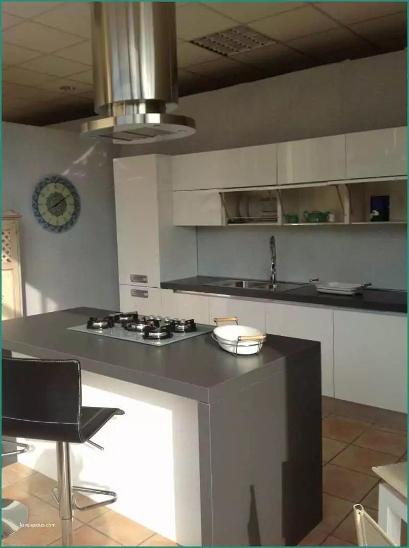 Cucine Moderne Con Isola Centrale Prezzi | Cucina In Muratura Con ...