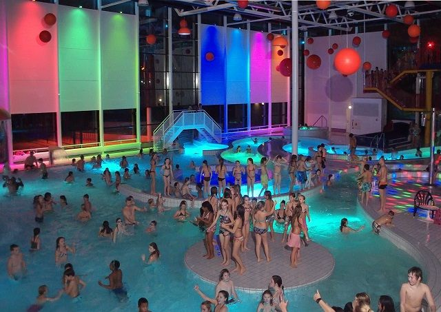 De Kolk Zwembad Aquadisco Glow In The Dark! In Leeghwaterbad - Purmerend