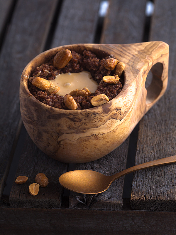 Chocolate Peanut Porridge: The perfect combination for those mornings, when we need a little energy and motivational boost to start the day properly.