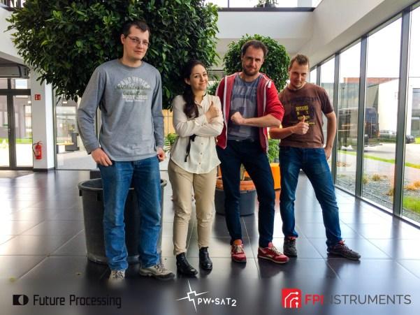 Programiści FP oraz koordynator projektu PW-Sat2 Inna Uwarowa podczas warsztatów w siedzibie firmy Future Processing.