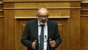 Ο ειδικός αγορητής του Ποταμιού Κωνσταντίνος Μπαργιώτας  μιλάει στην Ολομέλεια της Βουλής στη συζήτηση και ψήφιση επί της αρχής, των άρθρων και του συνόλου του σχεδίου νόμου του Υπουργείου Εσωτερικών και Διοικητικής Ανασυγκρότησης «Αναλογική εκπροσώπηση των πολιτικών κομμάτων, διεύρυνση του δικαιώματος εκλέγειν και άλλες διατάξεις περί εκλογής Βουλευτών», Αθήνα, την Τρίτη 19 Ιουλίου 2016. ΑΠΕ-ΜΠΕ/ΑΠΕ-ΜΠΕ/ΣΥΜΕΛΑ ΠΑΝΤΖΑΡΤΖΗ